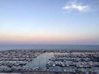 Apartamento a primera linea y vistas Mar y puerto, L'Hospitalet de l'Infant