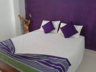 King Barge Double AC Room B&B very close to beach, Negombo