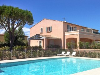 Picturesque flat with swimming pool, Grimaud