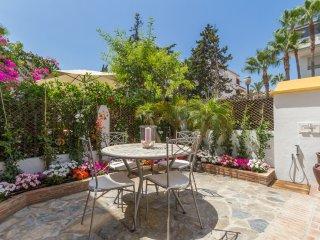 Casa Del Sol - Luxury Golden Mile Beachside Home, Marbella