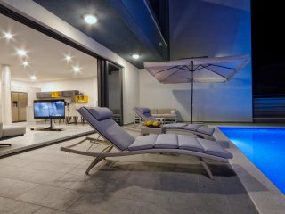 Newly built villa, with heated infinity pool, Makarska