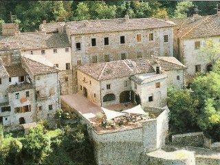 Palazzo storico del 15° secolo in borgo medievale
