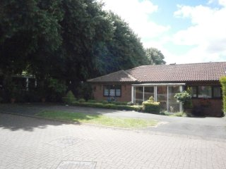 Detached bungalow, 2 bedrooms, town centre, Bedworth