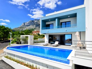Villa Nina, Makarska, with heated infinity pool and green roof terrace