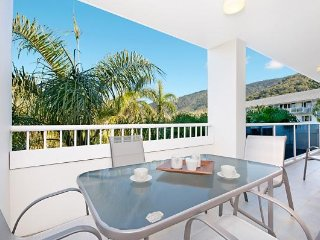 2 Bedrooms plus FREE CAR HIRE and mountain views, Palm Cove