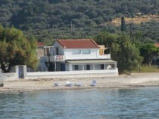 LIVING ON THE SEA SAMOS BEACH APARTMENT, Marathokampos