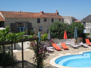 Luxury Farmhouse, Private heated pool, Free Wifi, Faye-la-Vineuse