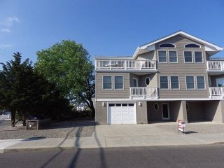 Beautiful Oceanside 4/5 Bedroom Beachhouse!, Beach Haven