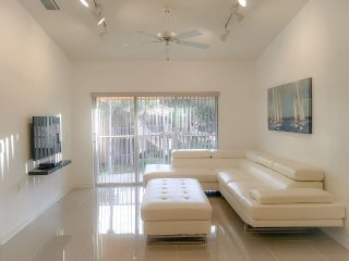 Close to 5th Avenue, Beaches and Restaurants