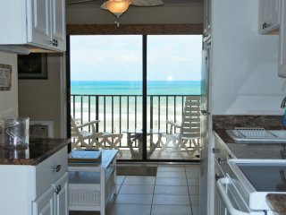 Fabulous Direct Oceanfront Condo, Crescent Beach