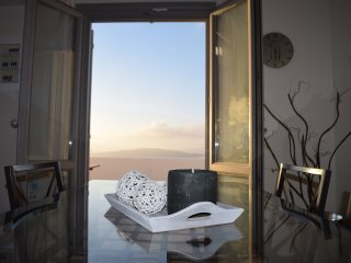 Hemera Holiday Home villa for families and friends with caldera and sunset view, Akrotiri