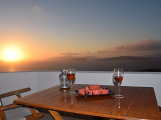 Hemera Holiday Home Santorini with  caldera view, Akrotiri