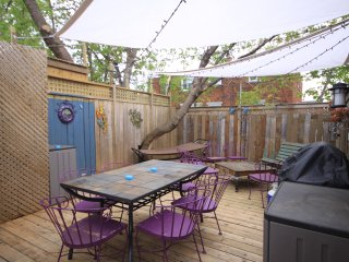 LOOK!  Sleeps 10!  Entire House!  Downtown!, Ottawa