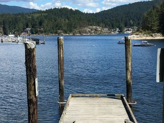 Deep Cove Ocean View, kayaks, paddle boards 2 bedroom with murphy bed sleeps 6