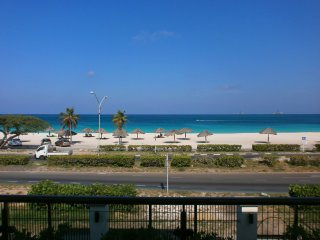 Majestic View Three-bedroom condo - E221, Palm - Eagle Beach