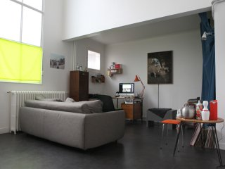 LOFT 51m2 avec petit jardin /  MONTMARTRE, Paris