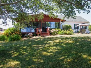 Lakefront 3BR Lyndonville House w/Wifi, Outdoor Fire Pit, Private Dock & Spacious Screened Patio - Relax on 2 Pristine Acres w/Direct Lake Access! Just 1 Hour from Niagara Falls!