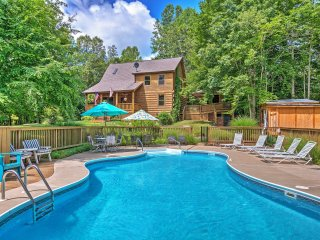 3BR + Lodge Sandy Hook Cabin w/ Saltwater Pool!