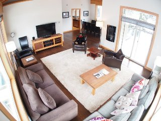 Sun Peaks Kookaburra Lodge 4 Bedroom Condo with Hot Tub