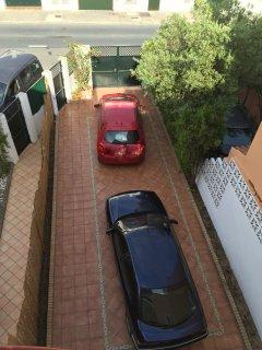 Garaje y acceso a vivienda, con capacidad para 3 coches.
