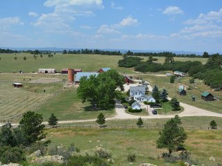 Historic Ranch Close to Colorado Springs & Denver, Larkspur