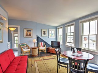 Splendid 2BR Provincetown Penthouse Apartment w/Wifi, Private Patio & Mesmerizing Ocean Cape Views!