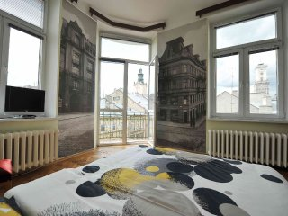 Halytska Street and Ratusha View 4-room Apartment, Lviv
