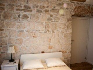 Stone Elegance (Saskinja), Split