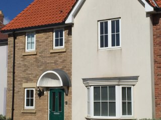 ADMIRALS COTTAGE - TWO BEDROOM HOLIDAY COTTAGE, Filey
