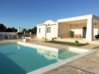 Beautiful Countryside Villa with private 10x5m pool, air-con & wifi, Ostuni