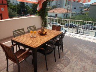 Modern and cozy Sunny hills terrace apt. Split