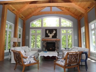 Muskoka Soul - Two Luxury Rentals - Cliff Bay House & Lake House