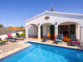 Beautiful Villa Olivera with private swimming pool, Cala'n Bosch