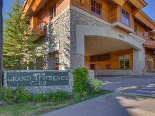MARRIOTT GRAND RESIDENCE AT THE GONDOLA SLEEPS 2, South Lake Tahoe