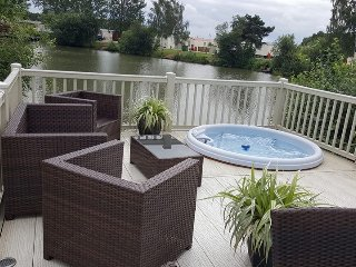 Tally Ho 4 Luxury Let Hot tub, private fishing peg, Tattershall