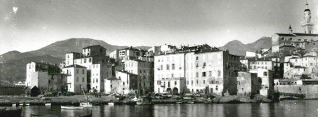 Menton d'antan avant la transformation du port de pêche et de plaisance.