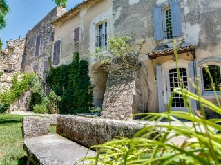 The charm and character of Luberon's old stone buildings, Oppede