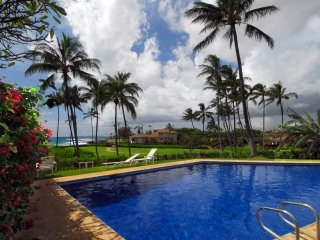 Deluxe value!  Whitewater view pool, walk to beach, Poipu
