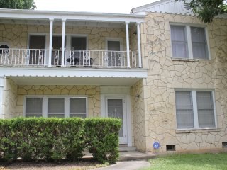 RODEO!-,only 3 miles to Riverwalk/DT,WIFI,Pearl,Trinity Univ.,Fort Sam