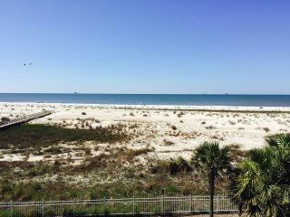 Book your vacation today! Beautiful Beachfront Condo!, Dauphin Island