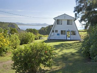 A Frame  - classic beachfront holiday home, Scotts Head