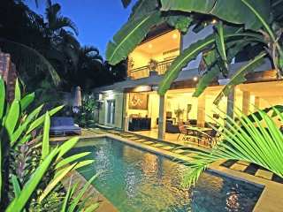 Villa Manik center Seminyak close to Kudeta beach