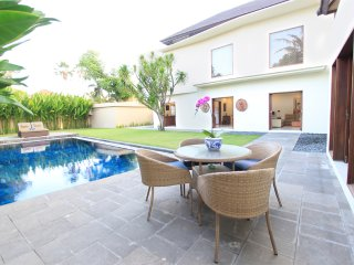Villa 8 Sanur 15 min walk to Sanur Beach