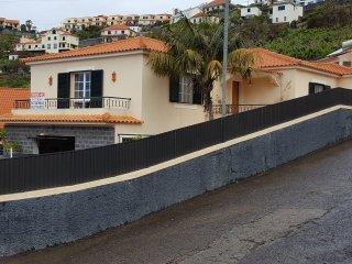 Casa com piscina, deslumbrante vista para o mar, Ribeira Brava
