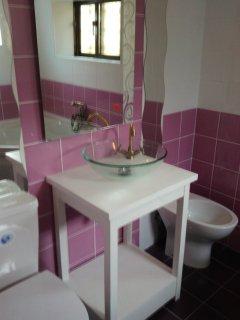 Salle de bain N°2 rénovée il y a un mois.
