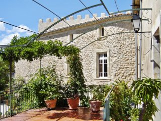 Sunny flat in a chateau with pool, Cazouls-les-Beziers