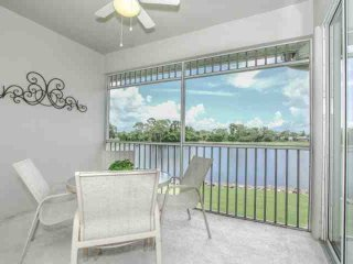 Newly Renovated GreenLinks/Lely Condo w/Incredible Lake Views(next to Flamingo/Mustang Golf Courses), Nápoles