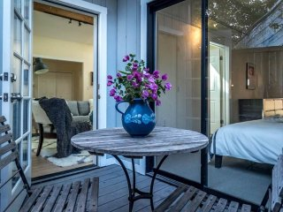 Private Cottage With Office and Deck - 1 Bedroom Home in Rockridge Oakland