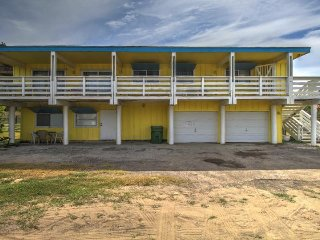 Dog-friendly home w/ deck, across the street from the beach!, Port Isabel