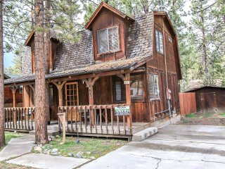 Birdie Cabin Furnished 2BR Bear City Retreat / Cable + WiFi